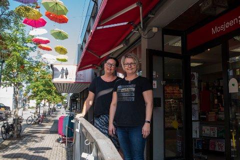 Liv Inger og Ann Kristin Moen gleder seg til å ønske kunder velkommen til bokhandelen sin som Norlibutikk.