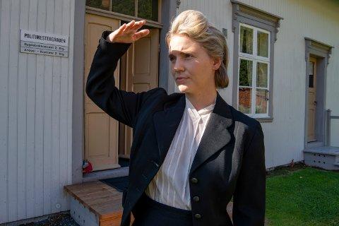 Scener fra Liv Grannes motstandskamp under krigen spilles inn i den gamle politimestergården der historien faktisk utspant seg. Julie Christensen Valla (27) i rollen som Grannes.