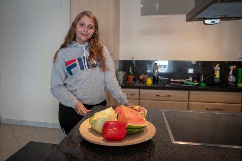 Sandra Kleiven (17) elsker å lage mat. For henne var det viktig å bo på en hybel som hadde et bra kjøkken. - I tillegg er det viktig at hybelen har godkjente rømningsveier og god ventilasjone, sier Sandra.