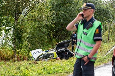 En politibil kjørte av veien nord for Mosjøen fredag ettermiddag.