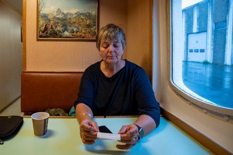 Ferjekortet til Nordland Fylkeskommune skaper frustrasjon for faste reisende. - At man ikke får kvittering som viser beløpet man betaler er mildt sagt irriterende, sier Berit Hundåla.