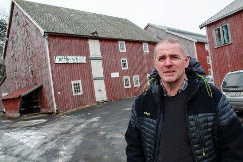 MIDLERTIDIG FORBUD: John Peter Garnes forklarer at kommunen ikke har nok kunnskap til å kunne behandle søknader for Sjøgata. - Vi har ikke kompetanse til å si hvilke dimensjonerende tiltak som må gjøres, sier han.
