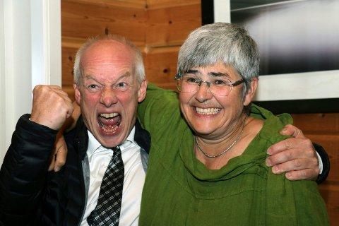 Ellen Schjølberg og Tor Stabbforsmo jublet sammen valgnatta. De skal også styre Grane sammen de neste fire årene.