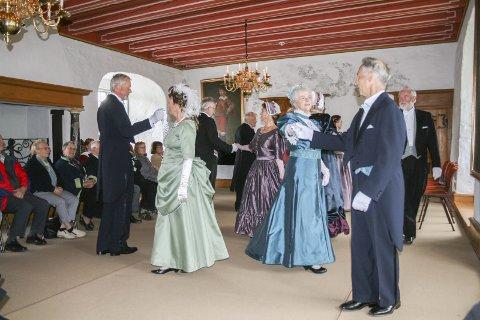 Selskapsdans: Trondheim Balldans opptrer i Mosjøen på fredag og Bardal på lørdag.