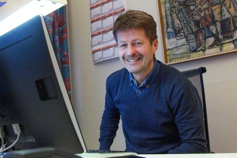 LAVE STRØMPRISER: Arild Markussen, konserndirektør for strøm i Helgeland Kraft. Han har aldri opplevd så lave strømpriser som det er nå i juni måned.
