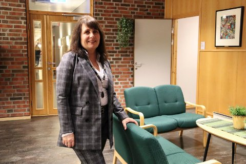 Sissel Reinfjell, HR-leder i Vefsn kommune er bekymret for hvordan tilgangen på lærere og sykepleiere kan bli etter at Nord universitet har lagt ned noe av disse utdanningene.