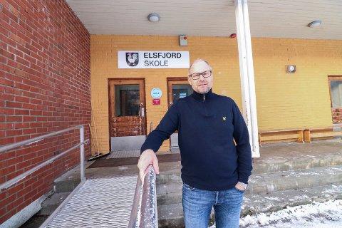 GLADSAK: Rektor Christian Lind er begeistret for at Vefsn kommune setter i gang et relativt omfattende prosjekt som går ut på oppgradering av deler av bygningsmassen. - Vi er glader for at det investeres i skolene i Vefsn, sier Lind.