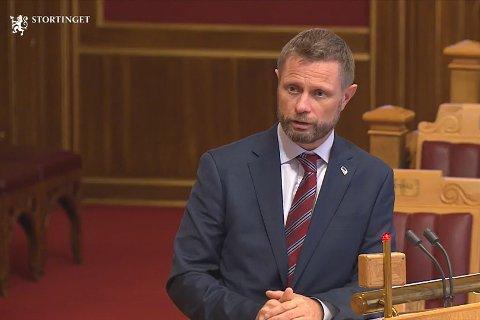 Bent Høie måtte onsdag svare på spørsmål om konflikten rundt Helgelandssykehuset i Stortingets spørretime.