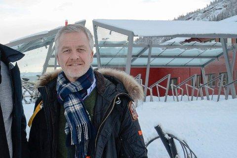 Christer Jonsson pendler mellom Umeå, Mo i Rana, Oslo, Bergen og Stockholm.