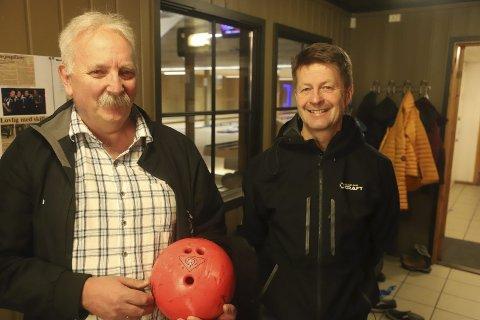 Sosial bowling: Svein Erik Moe fra Smaileys er glad for støtten fra Arild Markussen og Helgeland Kraft. Smaileys har 35 medlemmer til tross for at det har vært et vanskelig år.stian forland