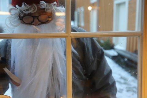 PÅ BESØK: Øyfjellnissen var på besøk i FUS barnehage før jul, men det var ikke han som gjorde rampestrekene.