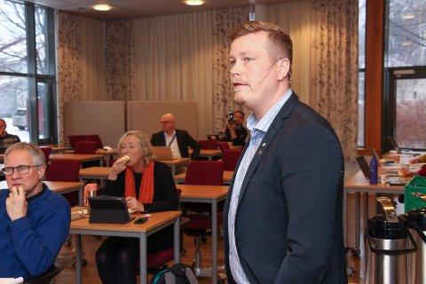 OMSORGSTJENESTER: Trond Bjørkås minnet administrsajonen om at pengene fra p-avgiften skal omfordeles til omsorgstjenesten.