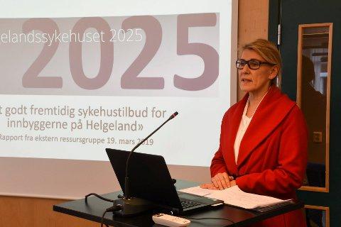 Her er  administrerende direktør Hulda Gunnlaugsdottir under presentasjon av ressursgruppas rapport om framtidas sykehusstruktur. Nå er Helgelandssykehuset 2025 klar til å gå inn i konseptfasen.