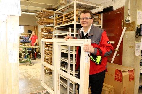 Knut Gullesen, administrerende direktør i Norgesvinduet Svenningdal har nå kalt permitterte arbeidstakere tilbake på jobb.