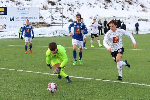 MØTES: Søndag møtes de til treningskamp i fotballhallen, og bildet er fra cupkvalifisering på Sagbakken i fjor. Rana FK slo MIL 3-0.