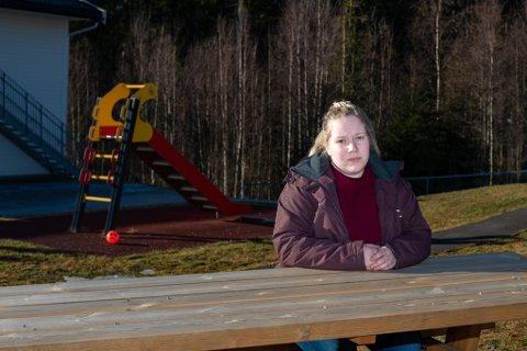 BEKYMRET: Småbarnsmoren Andrea Steen Gripp og flere andre foresatte er bekymret for forholdene i barnehagen.