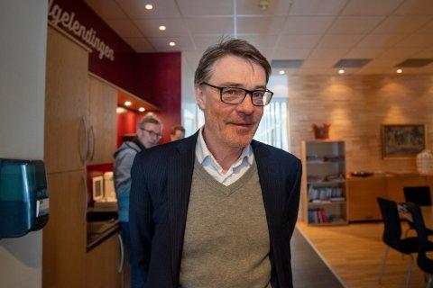 POSITIVT: Sjefsredaktør og administrerende direktør Geir Arne Glad er svært fornøyd med at opplaget til Helgelendingen øker.