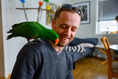 Svein Sagvold (33) fra Verdal transporterer varer, dyr og alt mulig rart i det ganske land. Nå setter han seg selv i karantene i frykt for å være en smittespreder av koronaviruset.
