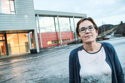 Endringer: - Dette er en voldsom læreprosess og vil endre samfunnet vårt, sier Karin Tverå Hansen Juvik, rektor ved Kippermoen ungdomsskole.