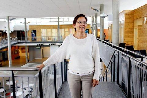 På vent: - Vi har ikke startet å diskutere hvilke lærebøker vi skal ha, sier Karin Hansen Tverå Juvik, rektor ved Kippermoen ungdommskole.