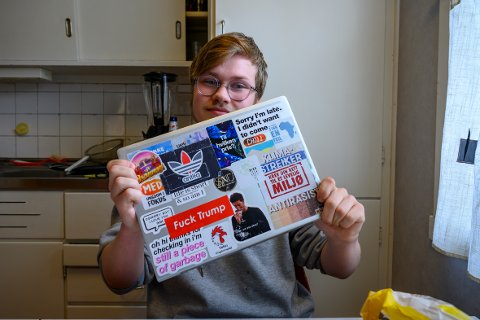 Kjeder seg: - Jeg er over gjennomsnitt engasjert. Jeg er med i Vefsn Ungdomsråd, Rød ungdom, KISS, SNU, med ungdom i fokus, natur og ungdom. Med full timeplan til vanlig blir det kjedelig å måtte være så mye hjemme, sier Håvard Valstad (17).