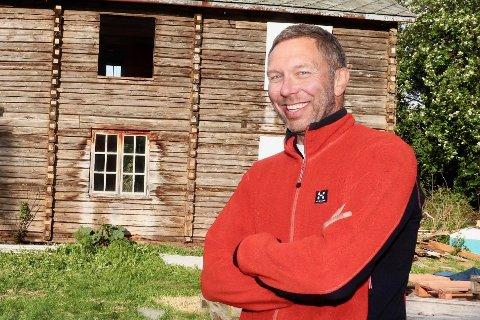 VED GODT MOT: Avdelingsleder ved landbruksskolen i Marka, Lars Henrik Kristiansen, forteller at han er ved godt mot og at beredskapsplanene er klare dersom folk blir smittet av viruset.