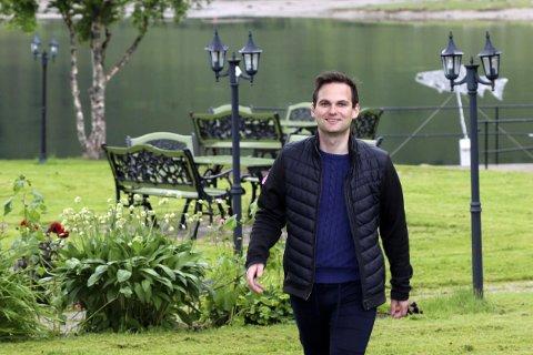 JOBBER INTENST: Festspillsjef Carl Ninian Wika forteller at det jobbes intenst med å finne en annen måte å gjennomføre festivalen på dersom forbudet mot kulturarrangement blir videreført gjennom sommeren.
