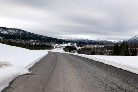 Det er ikke mye som gjenstår før prosjektet E6 Helgeland sør er ferdig. Dette bildet er tatt i retning Sandvik folkehøyskole, hvor Skanska har sin anleggsrigg.
