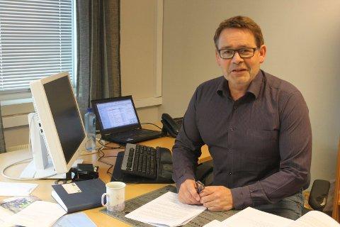Stian Skjærvik, rådmann Hattfjelldal kommune, sier at kritikken mot overlegen skyter over mål.
