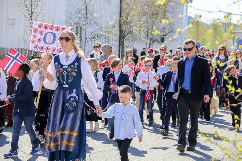 Bildet er tatt av barnetoget i Mosjøen for to år siden. Det er slike markeringer de fleste forbinder med 17. mai, men i år som i fjor blir det en annerledes feiring av nasjonaldagen.