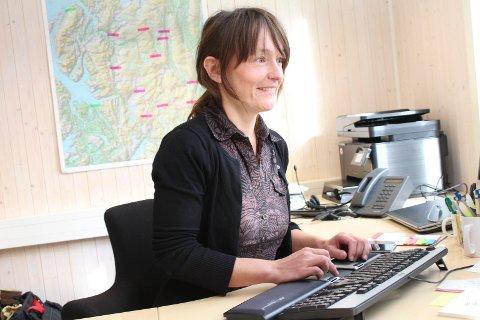 Nasjonalparkforvalter Torhild Lamo forklarer at sørsamisk språk beskriver terrenget med stedsnavn.