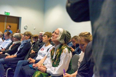NY BOK: Arna Meisfjord har skrevet kronikker og leserinnlegg etter vedtaket om nedleggelse av Campus Nesna. Nå samles blant annet hennes skriftlige bidrag i en planlagt bok. Her fra styremøtet på Værnes, da universitetsstyret vedtok nedleggelsen.