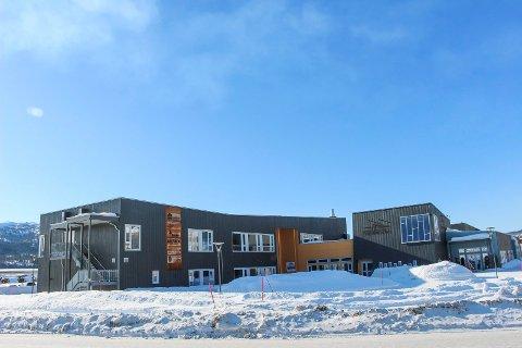 Hattfjelldal Service- og Næringsbygg har fått  økonomiske problermer og ser seg nødt til å be om avdragsutsettelse på lån.