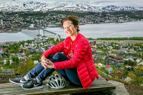 TENKER POSITIVT: Krisitin Lindberg er permittert til september fra sin jobb i Hurtigruten, og vet ikke om hun har en jobb å gå til da. Likevel har hun bestemt seg for å fokusere på muligheter og ting som gir henne glede.