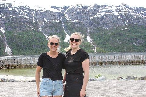 Sommerdag: Elisabeth Fjellbekkmo og Nina Remme Aas har kost seg med sommerdagen på Bystranda.