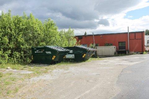 Setter av penger: Grane kommune bevilger penger til å få orden på Fabrikktomta. Dette bildet er fra fabrikktomta avdeling øst, og er tatt i 2017.