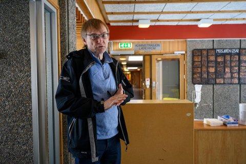 SMITTEVERNLEGE: Øyvind Rømo er medisinsk fagansvarlig lege ved koronasenteret i Mosjøen. Her avbildet i en tidligere reportasje.
