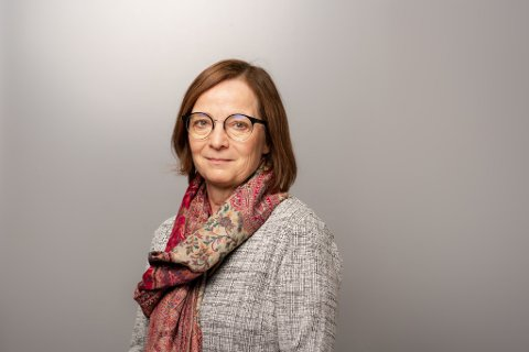 Siri Tau Ursin (57) slutter som enhetsdirektør for de prehospitale tjenestene i Helgelandssykehuset 1. september.