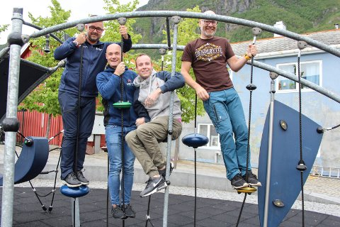 Vil klatre: - Det er viktig å trygge arbeidsplassene, sier daglig leder Frode Gullhav til venstre, samtidig som han vil at firmaet skal klatre og få flere oppdrag. Øvrige fra venstre er ansatte Olav Benjaminsen, Jørn Østvik og Trond Are Rasmussen.