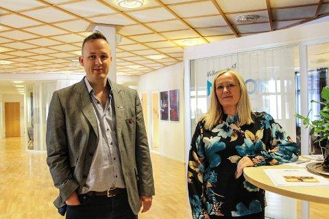Rekruttskole: Leder i Nordland Ap, Mona Nilsen er opptatt av å få på plass i Mosjøen er en rekruttskole på Drevjamoen.  Her sammen med varaordfører Rune Krutå.