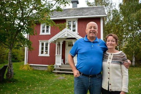 Randi Erlandsen og Geir Skog Olsen selger huset sitt på Ytteren. Prisantydningen på hele eiendommen er på 8,8 millioner kroner.