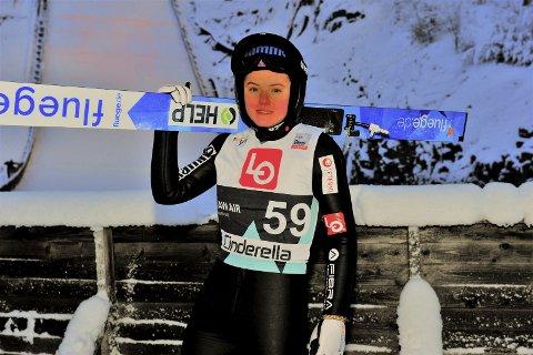SATTE ALLE PÅ PLASS: Alle utenom Maren Lundby ble satt på plass av Eirin Maria Kvandal i norgescuprennet i Vikersund lørdag. Hun hoppet lengst i begge omganger. Foto: Arne Brunes