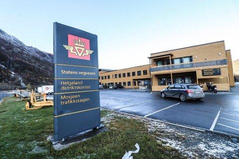 Avventer: I et opprinnelig forslag til besparelser ble det blant annet foreslått at hallkontroll for lette kjøretøy skulle bli nedlagt i Mosjøen og Brønnøysund. Nå er de planlagte strukturendringene satt på vent til et bedre alternativ kommer på bordet.