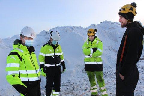 FORNØYDE: Erik Mortensen (t.v) og de andre i Øyfjellet Wind er fornøyde med at de får utsatt frist for idriftsettelse og forlenget konsesjonsperiode.