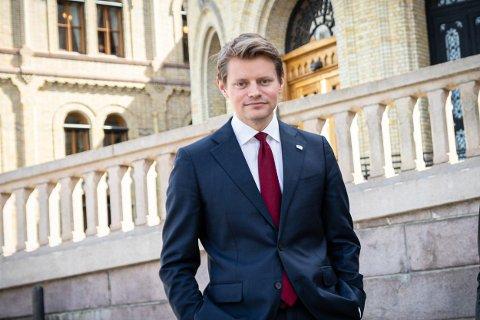 DIGITALISERING: - Jeg mener at Ap og Sp må være mye tydeligere på hva de ser for seg i Mosjøen, sier justispolitisk talsperson i Høyre, Peter Frølich.