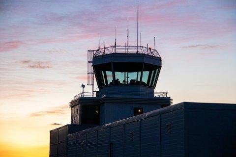 Fylkesrådsleder Tomas Norvoll forventer at opprettholdelsen av flyplassene i Sandnessjøen (bildet) og Mosjøen er med i regjeringens forslag til Nasjonal Transportplan.