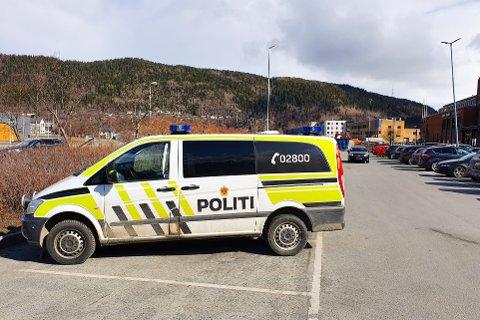 Politiet stoppet torsdag formiddag en eldre sjåfør utenfor Sjøsiden senter i Mosjøen.