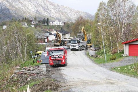 PROSJEKT: Vefsn kommune startet prosjektet i 2019, nå er de i full gang med å legge nytt vann, avløp og vei i Helligbergvegen.