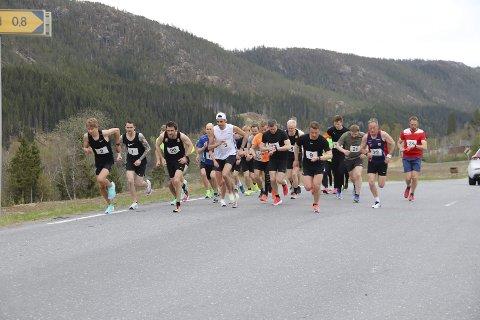 NYTT LØP: Vestersida 5K ble arrangert for første gang onsdag, og det ble en suksess for MIL Friidrett.  Foto: Lise Jeanette Nilsen