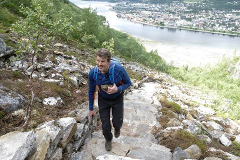 NYE PLANER: Kåre Bergsnev vil at folk som besøker området rundt Helgelandstrappa skal få flere nye tilbud.